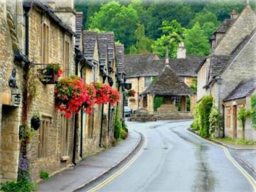 lleno de campo encantador - Un pueblo encantador en Inglaterra, como si el tiempo se hubiera detenido.