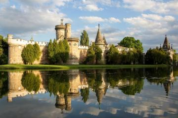 Castle on the lake. - I do not know where, but nice. Maybe someone will help?