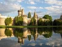 Castelul de pe lac.