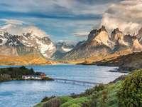 Patagonia. Chile. - Casă pe o insulă din Patagonia.