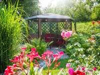 Беседка в градината.