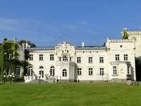 Palota Krześlice-ben. - 1860 körül épült neogótikus palota. A székhely a Nagy-Lengyelország Pobiedziska községében
