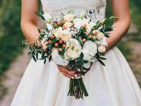Esküvői csokor - fehér rózsák