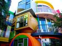 Una casa colorida en Tokio.