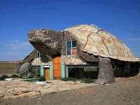 Sköldpadda hus - Ett genialt hem. Ett ovanligt hus i form av en sköldpadda. Ett mycket originalt hus.