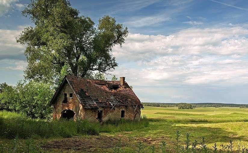 Maison abandonnée en Mazurie. - Maison abandonnée en Mazurie.