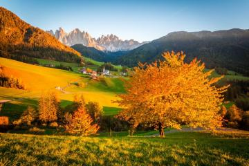 Autumn in the Dolomites. - Valley di Funes in the Dolomites.