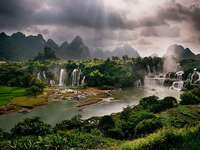 Detian cataracts. - Detian cataracts in China.