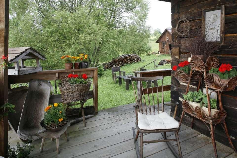 Old Bieszczady hut. jigsaw puzzle
