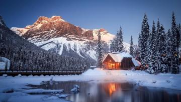 A house in the mountains in Ca - British Columbia. Emerald Lake. Yoho National Park.