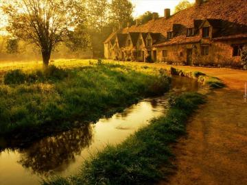 Old house. - Autumn evening by the river.
