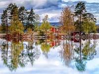 Schweden. Reflexion im Wasser.