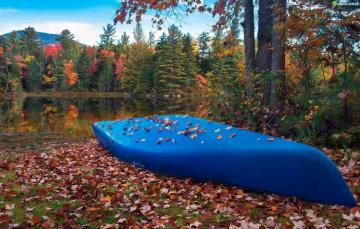 Boat on the lake. - Boat on the lake in autumn.