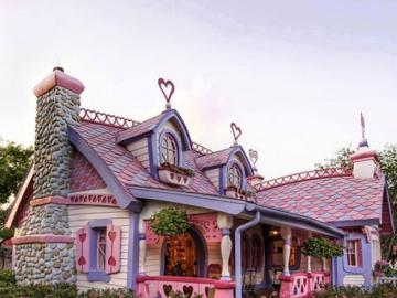 Niezwykły dom. - Budowle: niezwykle różowy dom.