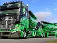 Φορτηγό. - Οχήματα: ένα όμορφο φορτηγό.