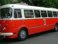Κόκκινο λεωφορείο. - Οχήματα: κόκκινο λεωφορείο.