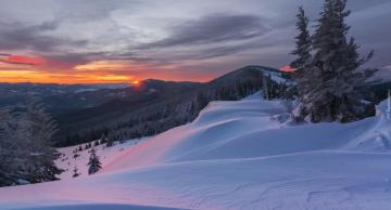 "Frosty dawn - Frosty dawn on the snowy Kukul mountain in Ukraine. The photo comes from the ""Tapeciarnia"""