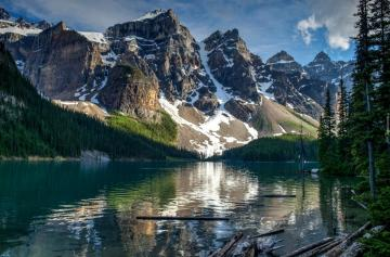 """Lake Moraine Canada - Lake Moraine in the Valley of Ten Peaks in Canada. The photo comes from the """"Tapeciarnia"""""""