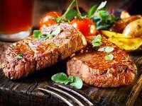 Μπριζόλες σχάρας - Νόστιμες μπριζόλες μοσχαρίσιου κρέατος