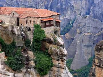 Grèce-maison au-dessus de la f - Grèce-maison au-dessus de la falaise Grèce-maison au-dessus de la f
