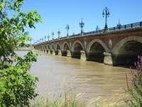 Ponte di pietra in Aquitania.