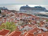 Της Λισαβόνας. - Λισαβόνα, η πρωτεύουσα της Πορτογαλίας.