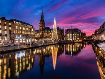 Festive Hamburg. - Festive Hamburg.