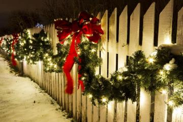 Decorated fence. - Festively decorated fence.