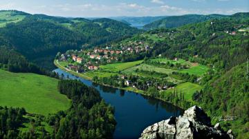 """Green Land - The photo comes from the \ """"Tapeciarnia \"""""""