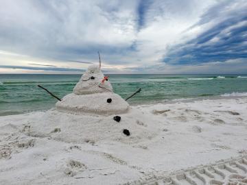 Пясъчен снежен човек. - Копнеж за сняг.