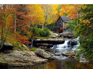 Moulin sur la rivière. - Automne. Moulin sur la rivière.