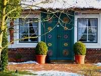 Une maison à la campagne. - Porte intéressante dans une maison de campagne.