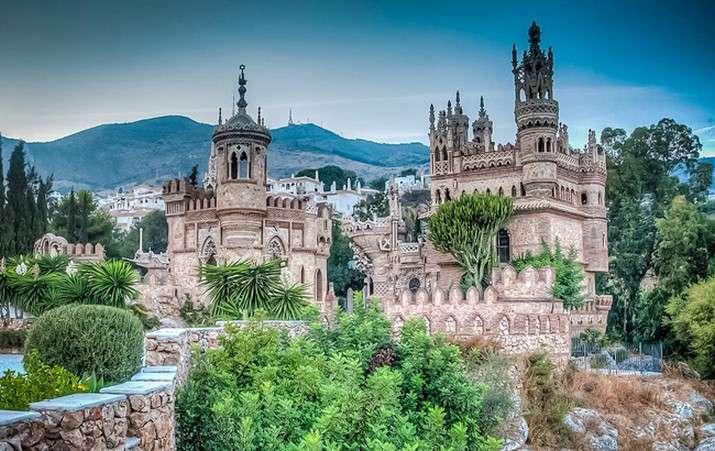 Colomares - Коломари, замък на хълма, Андалусия, замък-паметник в знак на почит към изследователя на Америка (17×11)
