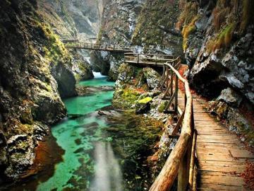 Rzeka w kanionie - Krajobraz. Rzeka w kanionie.