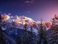 "Dolomites enneigées - La photo vient de la ""Tapeciarnia"""