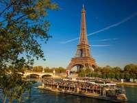 Gyönyörű Párizsban - Európában. Franciaországban. Gyönyörű Párizsban.