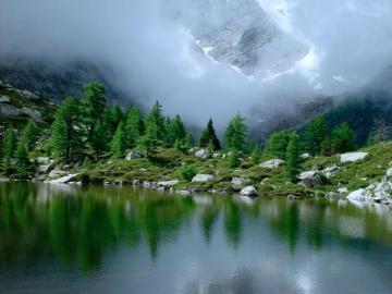 Widok górski - Ameryka Północna , nadciąga mgła.