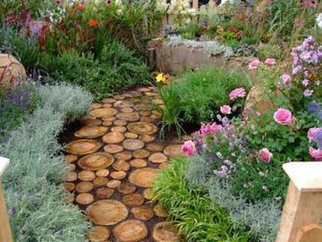 Kwiaty przt ścieżce w ogrodzie - Kwiaty przy ścieżce w ogrodzie.
