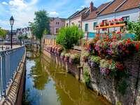 En liten stad i Picardiet. - Europa. Frankrike. Picardie.