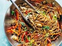 Danie Lo mein - Danie Lo mein, delicious oriental cuisine