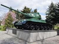 Monumento de Mirosławiec - Tanque T-34, comemora heróis poloneses que lutam por Mirosławiec