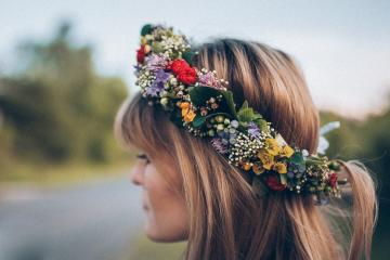 A lovely wreath of flowers - A wreath for the bride with live flowers