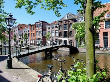 kolorowa ulica - kolorowa ulica , most nad kanałem , Leiden, holenderski krajobraz