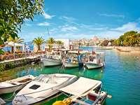 jachty w Marinie - Albański krajobraz. Marina.