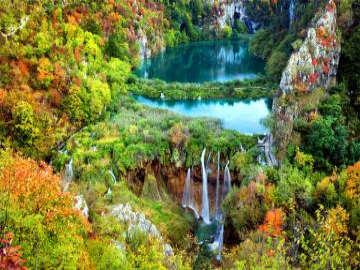Vue de conte de fées - Vacances, été, repos Un complexe de seize lacs karstiques reliés par plus de 90 cascades. Croatie
