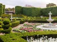 Παράδεισος κήπος - Ένας όμορφος κήπος. Μπορείτε να δείτε πολλή ανθρώπινη �