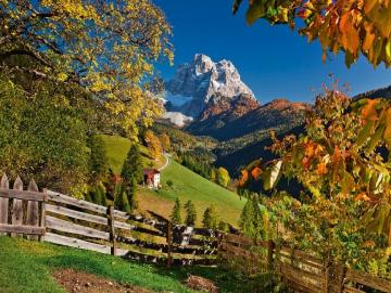 Alpine landscape. - Mountains. autumn. Alpine landscape.
