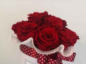 Bukiet wiecznych róż - Bukiet wiecznych róż. Są piękne i długo wytrzymują.
