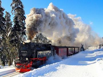 Χειμερινό τοπίο με ένα τρένο. - Χειμερινό τοπίο με ένα τρένο.