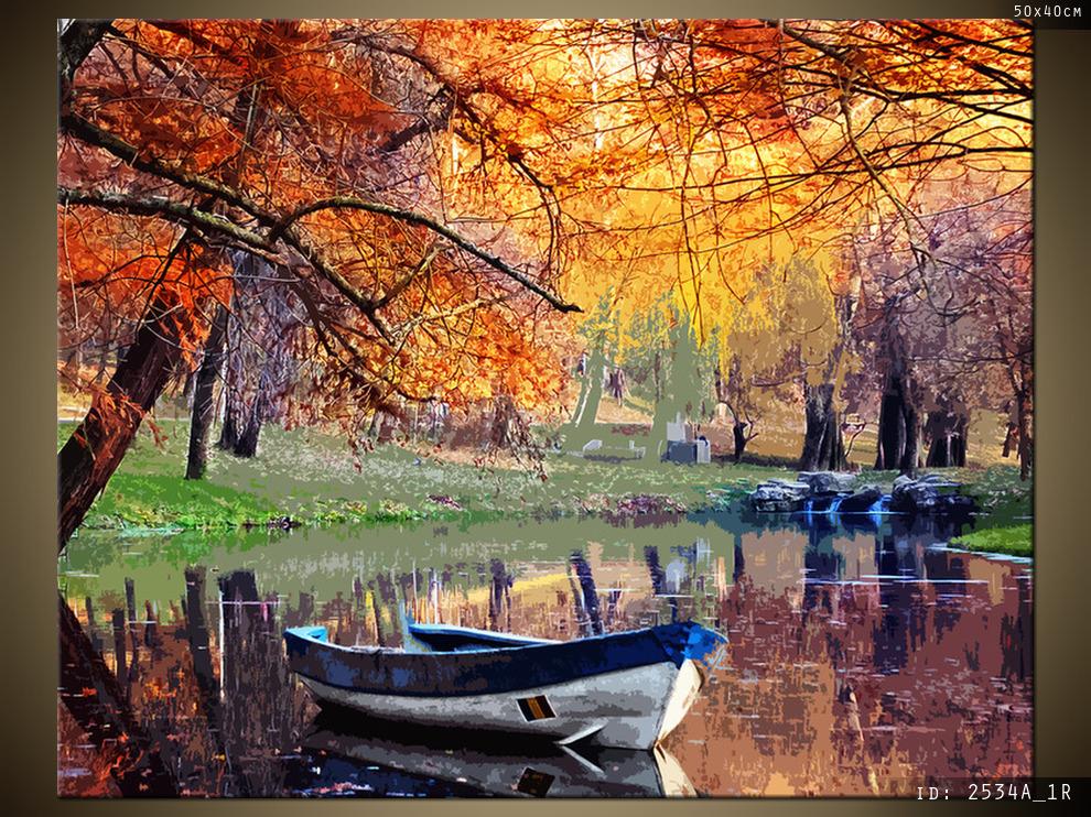 Bateau sur l'étang, feuilles d'automne - Bateau sur l'étang d'automne. L'automne bat son plein. Feuilles d'automne orang